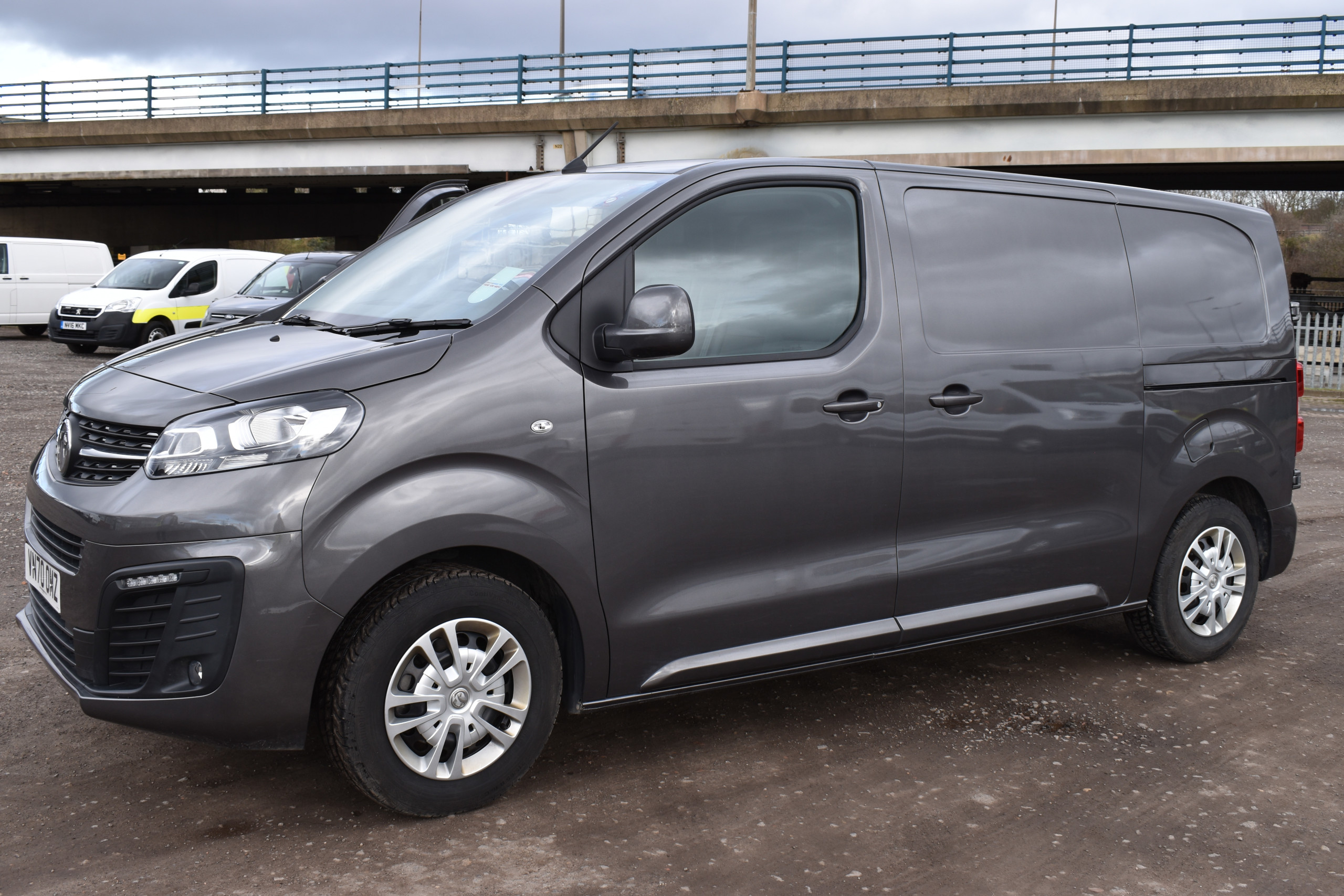 Load Space Comparison – Medium Vans